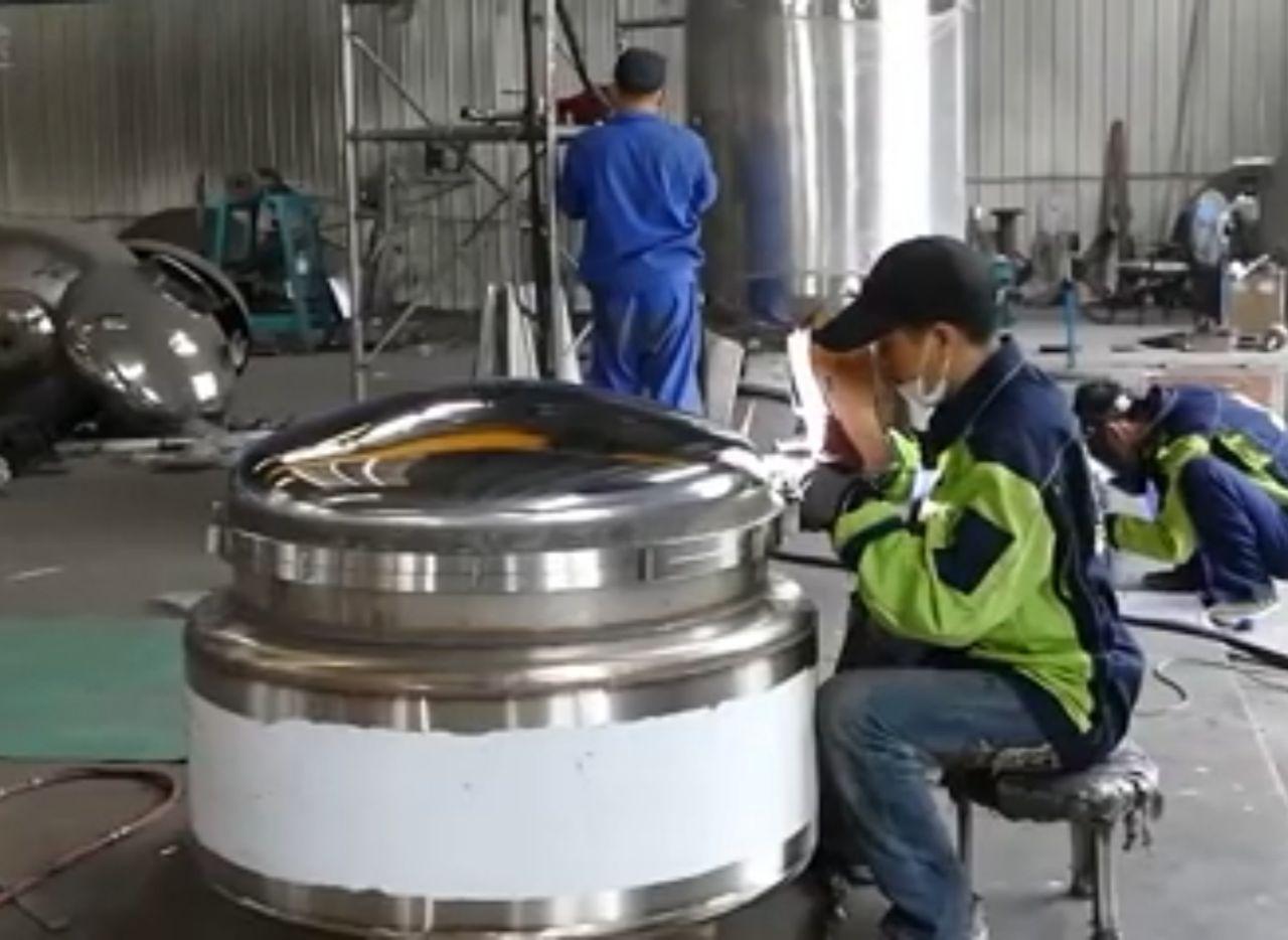 طراحی و ساخت ماشین الات ومخازن استیل و خطوط تولید صنایع دارویی غذایی و پتروشیمی به صورت پیوسته (کانتینیوس)